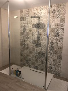 Walk-in shower: 10 questions to ask yourself before installation - Practical, design, is durable, the walk-in shower is unanimous. Modern House Design, Diy Bathroom, Diy Bathroom Decor, Bathrooms Remodel, Remodel, Bathroom Design Layout, Home Decor, Window Shades, Ensuite Shower Room