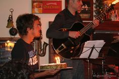 Pietro porta la torta per il capo :-)