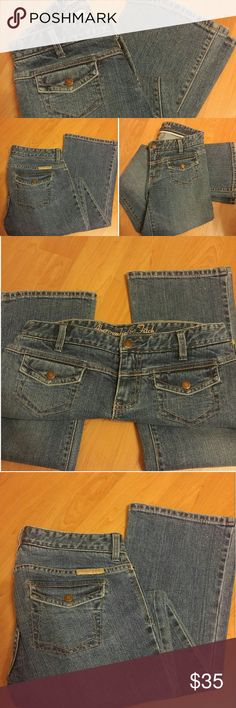 """NWOT ABERCROMBIE & FITCH DENIM BOOTCUT JEANS Brand new without tags Abercrombie and Fitch Size 2 98% Cotton 2% Spandex Measurements: (approx) 39"""" outseam length, 31.5"""" inseam length, 8.25"""" leg opening, 29.5"""" waist, 8.5"""" rise. A cute pair of denim bootcut medium wash jeans, a worn-in confortable fit, 2 front flap pockets stamped logo bronze buttons, standard front zipper and button closure. 2 back flap pockets, leather A&F applique, belt loops Bundle & save! Abercrombie & Fitch Jeans Boot Cut"""