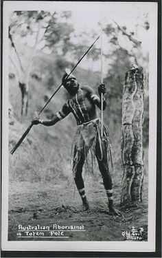 Australian Indigenous aboriginal and his Totem pole. Aboriginal Culture, Aboriginal People, Aboriginal Art, Australian Aboriginal History, Stone Age People, Australian Aboriginals, First Humans, Indigenous Art, First Nations