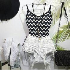 Shorts + body = verão Cute Girl Outfits, Teen Fashion Outfits, Cute Summer Outfits, Outfits For Teens, Cool Outfits, Marvel Clothes, Expensive Clothes, Tumblr Outfits, Outfit Combinations