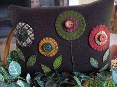 Penny Rug Posies Shelf Pillow Tuck Accent Pillow by rustiquecat Wool Applique Patterns, Felt Patterns, Print Patterns, Felted Wool Crafts, Felt Crafts, Wool Felting, Felt Embroidery, Felt Applique, Felt Pillow