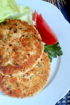 fish cakes made with fresh salmon #salmoncakes #fishcakes #easyfishdishes Salmon Dishes, Fish Dishes, Salmon Fish Cakes, Fishcakes, Quick Dinner Recipes, Easy Recipes, How To Make Cake, Air Fryer Recipes, Salmon Recipes