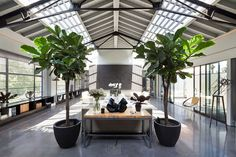 Sweeping inetriors of the loft-style lateral penthouse in London with industrial and art deco vibe - Decoist Warehouse Apartment, Warehouse Office, Converted Warehouse, Warehouse Living, Warehouse Home, Warehouse Design, Warehouse Conversion, Dream Apartment, Loft Conversions