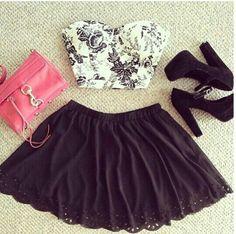 Bustier court a fleurs noires, jupe noire , sac rose et chaussures noire