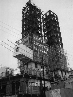 Torre_Nakagin_capsula_Tokyo_Japao_arquitetura_metabolista_Kisho_Kurokawa_arquitete_suas_ideias_09