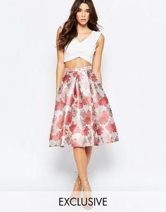 Vestido de promoción a media pierna con falda amplia y diseño de jacquard floral de True Decadence