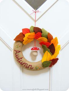 i ManuFatti: Welcome Autumn wreath tutorial