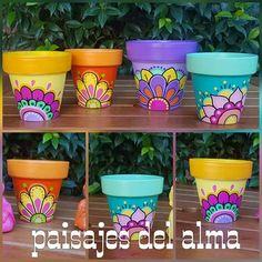 Paint Garden Pots, Painted Plant Pots, Painted Flower Pots, Flower Pot Art, Flower Pot Crafts, Clay Pot Crafts, Pots D'argile, Flower Pot People, Terracotta Flower Pots