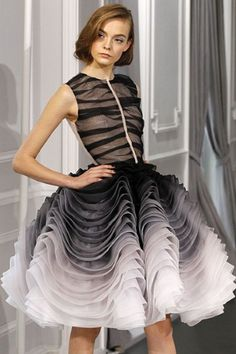 Christian Dior Haute Couture Spring 2012 Black and White Ruffle Dress Christian Dior Couture, Dior Haute Couture, Couture Mode, Style Couture, Couture Fashion, Runway Fashion, Paris Chic, Paris Paris, Skirt Fashion