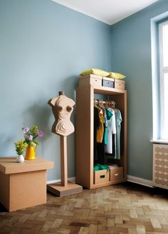 35 Eco-Friendly Cardboard Shelves Ideas For Your Furniture Diy Cardboard Furniture, Cardboard Storage, Cardboard Design, Paper Furniture, Cardboard Toys, Furniture Making, Furniture Design, Furniture Ideas, Cardboard Playhouse