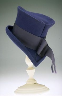 A sophisticatedly wonderful Walter Florell top hat from the Very Mad Hatter. Look Vintage, Vintage Tops, Vintage Prom, Vintage Accessories, Hair Accessories, Vintage Outfits, Vintage Fashion, Victorian Fashion, Carnival