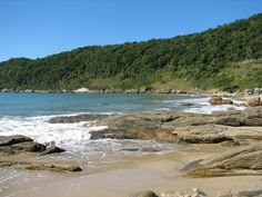 Praias brasileiras que são a cara do verão Vista da praia Retiro dos Padres, em Bombinhas (foto: Secretaria de turismo e Desenvolvimento Econômico de Bombinhas/Divulgação)