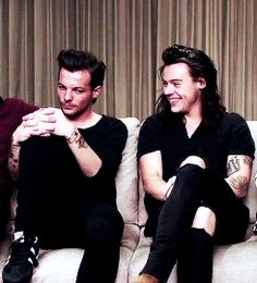 Louis looks like a knight who was forced to save the princess and that princess is harry styles