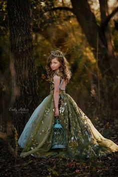 Photographer Cindy Arthur #flowergirl #flowergirldress #weddingdress #bridesmaiddress #dress #dressrental #customgown #customorder #princess #princessdress #fashion #beautifuldress #girlsdress #childphotographer #childphotography #dfwphotographer #planophotographer #allenphotographer #mckinneyseniorphotographer #friscophotographer #richardsonphotographer #boutique #boutiquedress  - #regrann