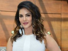 Sunny Leone welcomed grandly in city