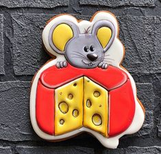 Mouse Pictures, Cute Mouse, Pebble Art, Royal Icing, Cake Cookies, Birthday Party Themes, Christmas Cookies, Gingerbread, Ceramics