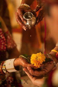 Indian Sikh wedding Bride, Punjab, India wedding photos Online Shopping for the Sikh & Punjabi Community Worldwide Indian Wedding Pictures, Indian Wedding Poses, Indian Wedding Couple Photography, Indian Wedding Ceremony, Bridal Photography, Indian Weddings, Photography Couples, Marathi Wedding, Bridal Pictures