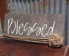 Barn Wood Decor, Barn Wood Crafts, Barn Wood Projects, Burlap Crafts, Pallet Crafts, Pallet Art, Wooden Crafts, Pallet Signs, Pallet Wood