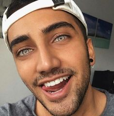 A lot of guys are here for their eyes okay beautiful boys, gorgeous guys, c Most Beautiful Eyes, Beautiful Men Faces, Stunning Eyes, Beautiful Boys, Amazing Eyes, Pretty Eyes, Cool Eyes, Bedroom Eyes, Good Looking Men