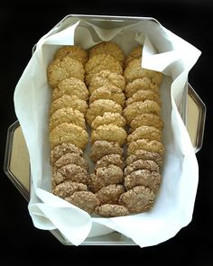 μπισκότα με σουσάμι Greek Recipes, Biscuits, Cookie Recipes, French Toast, Recipies, Diet, Cookies, Breakfast, Healthy
