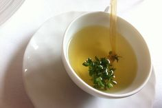 Thymian ist nicht nur ein sehr gutes Küchenkraut. Er kann uns bei Erkältungen und vielen anderen Beschwerden gute Dienste leisten.