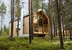 This small forest home in Norway was designed by Huus og Heim Arkitektur. The client asked that the house be designed to preserve and respect the natural character of the site. It mixes the clean l...