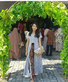 Model Dress Batik, Batik Dress, Batik Kebaya, Kebaya Dress, Blouse Batik Modern, Outer Batik, Model Kebaya Modern, Batik Fashion, Lovely Dresses