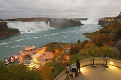 The famous Niagara Falls, found at the border of New York and Ontario. The falls is actually made up of three waterfalls: the Horseshoe Falls, the American Falls and the Bridal Veil Falls. Vacation Places, Vacation Destinations, Vacation Spots, Yosemite Lodging, Yosemite Falls, Niagara Falls Facts, Yosemite National Park, National Parks, Fall Facts