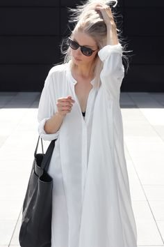 oversized shirtdress & leather tote #style #fashion