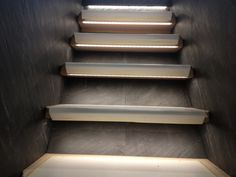 Slate stone veneer tile staricase, steps, risers and wall cladding for home interiors, office staircases and hotels.