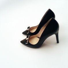 http://instagram.com/p/ooUTXNyeuh/ Zapatos #Plata #Moda #Tendencias #Boda #Fiesta #Ceremonia #Invitadas #Diseño #Calzado www.leie.es
