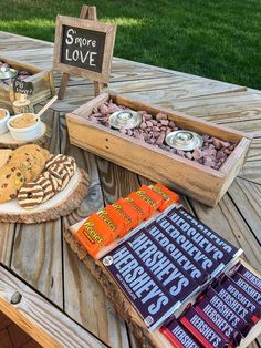 Lots of creative toppings for your s'mores bar party ideas! Perfect for a summer party! Smores Dessert, Dessert Bars, Smores Cookies, Camping Parties, Grad Parties, Holiday Parties, Birthday Parties, Lila Party, Cheer Banquet