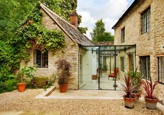 Sensitive refurbishment of a vicarage contemporary-kitchen - Anbau Chalet Extension, Cottage Extension, Interior Tropical, Glass Walkway, Architecture Résidentielle, Glass Extension, Brick Extension, Glass Room, House Extensions