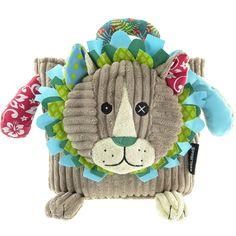 Toujours vêtu de son plus beau velours côtelé, ce sac doudou accompagnera les petios dans leurs premières balades au parc ou pour aller à l'école.