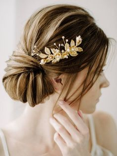 Check out this item in my Etsy shop https://www.etsy.com/ru/listing/512748204/bridal-pearl-hair-comb-gold-leaf-bridal