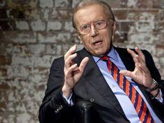 017 - 2013 - El periodista de política británico y escritor satírico Sir David Frost, quien ayudó a revolucionar la comedia televisiva en la década de 1960 y logró una disculpa por el caso Watergate del ex presidente de los Estados Unidos Nixon en sus memorables entrevistas de 1977, murió el 31 de agosto de 2013, a los 74 años.