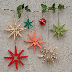 Kunterbunte DIY Deko-Sterne aus Holzwäscheklammern Today I'm going to show you a very quick and easy DIY Christmas decoration made of wooden clothes pegs. The pretty stars or snowflakes look great Scandinavian Christmas Ornaments, Diy Christmas Decorations Easy, Christmas Ornament Crafts, Christmas Crafts For Kids, Xmas Crafts, Handmade Christmas, Christmas Diy, Diy Decoration, Diy Ornaments