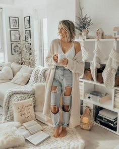 Spring Outfit ideen Boyfriend Jeans Outfits bridal jewelry for the radiant bride Find Winter Mode Outfits, Winter Fashion Outfits, Holiday Outfits, Spring Fashion, Fashion Dresses, Modest Fashion, Early Fall Outfits, Fall Outfits For School, Dinner Outfits