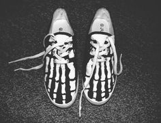 cant help but love grunge punk style. Rock Style, My Style, Vans Style, Crazy Shoes, Me Too Shoes, Moda Lolita, Black Canvas Shoes, Punk Mode, Hand Painted Shoes