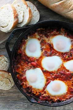 Pisto is a dish from Spain that is flavorful and full of vegetables, served over toasted bread and topped off Spanish Dishes, Spanish Cuisine, Spanish Tapas, Spanish Eggs, Mexican Tapas, Tapas Recipes, Mexican Food Recipes, Cooking Recipes, Healthy Recipes