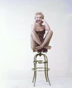 Marilyn Monroe - publicity photo for the movie Bus Stop. So cute : )
