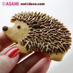 Hedgehog decorated cookie