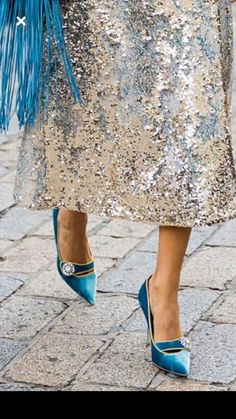 One Beautiful shine skirt and blue suede shoes ..... Wooow!! LOVE this combination of textures and color. It's for me!! SLVH ♥♥♥♥