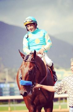 American Pharoah WINS THE TRIPLE CROWN with jockey Victor Espinoza