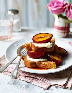 Brunch time treat or tonight's dessert? You be the judge with our delicious roasted plums with honeyed ricotta Brunch Recipes, Breakfast Recipes, Donuts, Cheese Dishes, Cupcakes, Christmas Breakfast, How To Make Breakfast, Summer Desserts, Diets