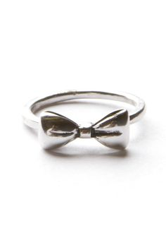 Brandy Melville bow ring <3 WANT (hint hint hint mom)