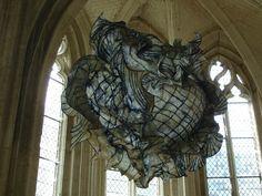 """Double Heart"" (140x160 cm) Abbaye de Saint Riquier - France. Oeuvre en papier de Peter Gentenaar, artiste hollandais. Voir ""Surf'up"" : http://www.gentenaar-torley.nl/images/igallery/resized/1-100/DSC02951-20-800-600-80.jpg - Le site : http://www.gentenaar-torley.nl/"