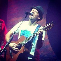 Jason Mraz au Casino de Paris 30.09.2014 acoustique session avec Raining Jane. Comme toujours, Jason rend chaque performance magique.