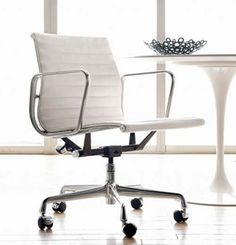 Google Image Result for http://www.decorpad.com/photos/2009/03/22/59eae0410725.jpg / Eames management chair